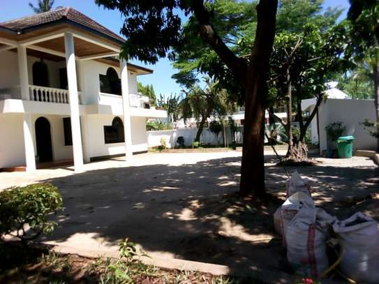 5bed house at mikocheni $2500pm image 4
