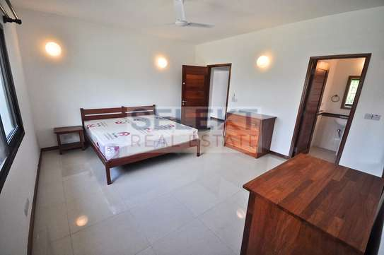 Well maintained 4 Bdrm Villas in Oysterbay image 7