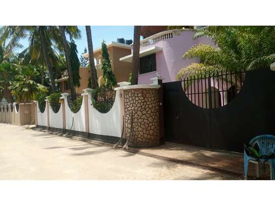 5bed town house at msasani,office,residance $1000pm image 11