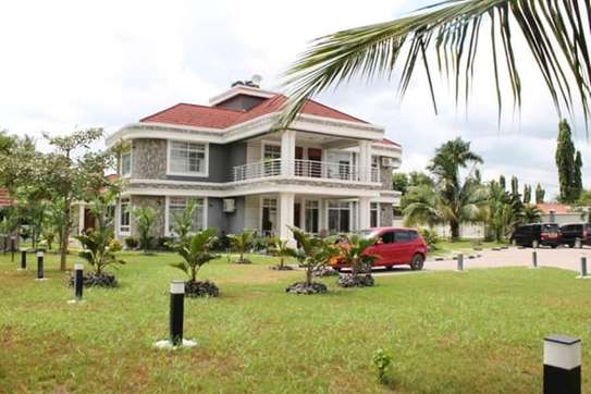 6 bed room house for sale  at salasala image 1