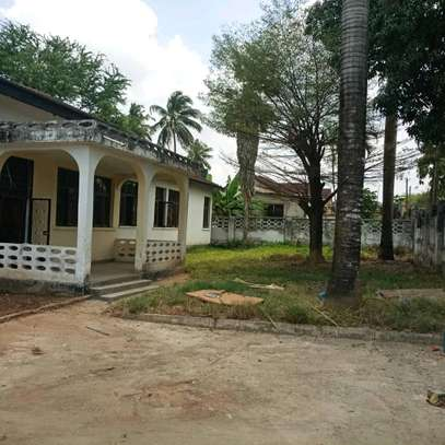 House for sale,at mbezi beach 4bedrooms,one master,public toilet,kichen,stoo sqm 900 image 5