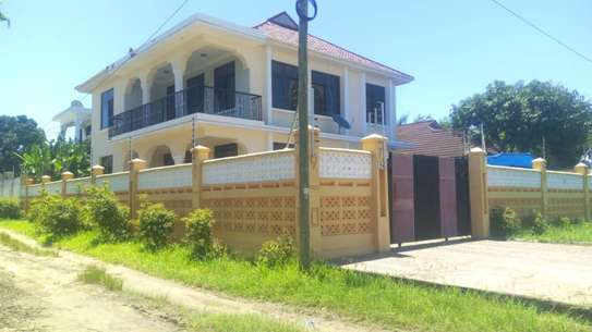4 bed room house at mbez beach zena kawawa TSH 1.3million image 11