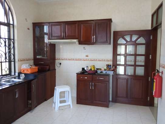 4bed house for rent at msasani $2000pm image 3