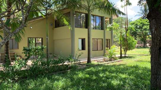 HOUSE FOR SALE KIGAMBONI 2 SECOND FROM THE BEACH image 5