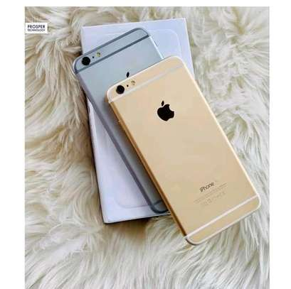 iPhone 6 (offer protector) image 1