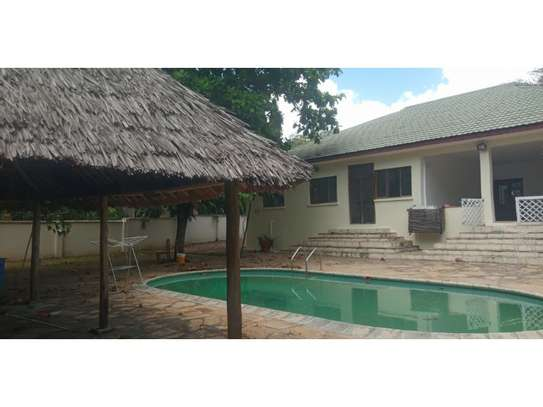 3bed house at oyster bay with banda in pool image 1
