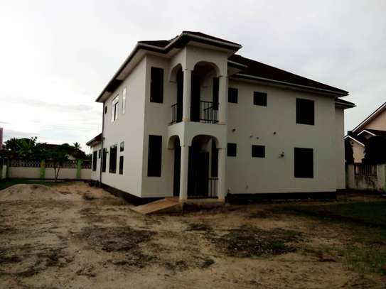 5 bed room house for sale at boko image 10