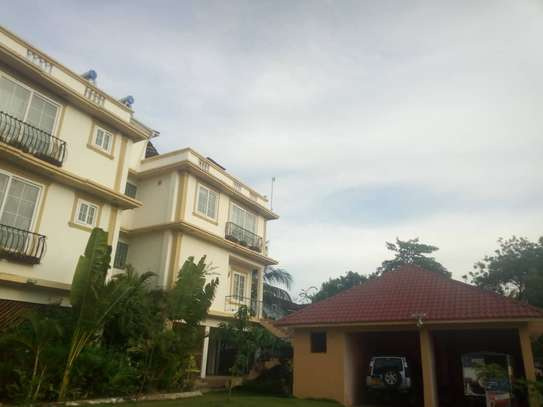 4bed beach house at mbez beach $1500pm image 6