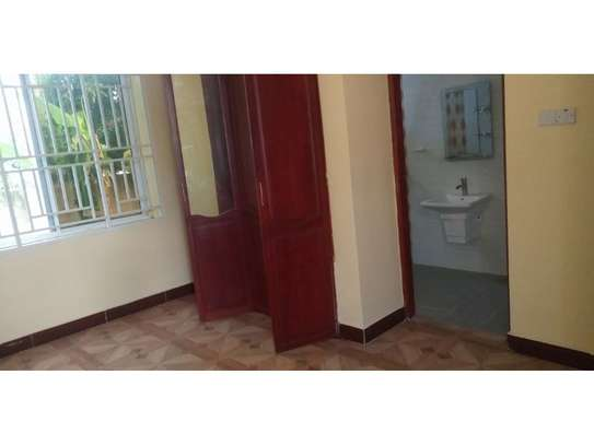3 bed room villa for rent tsh 800000 at tank bovu image 12