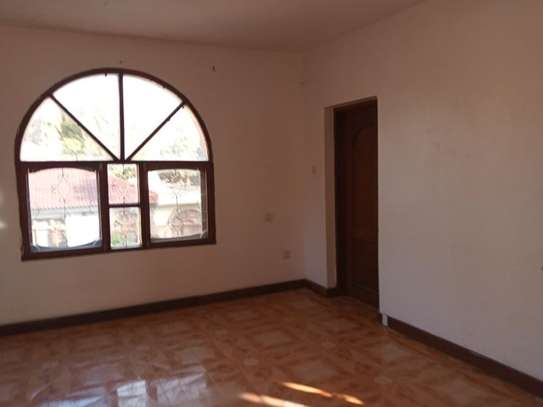5 Bdrm House at Mikochen a $800pm with Big compound image 4