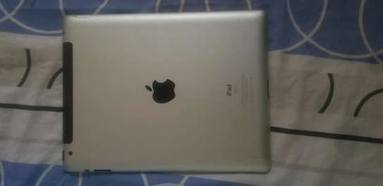 iPad 2 in clean condition image 2