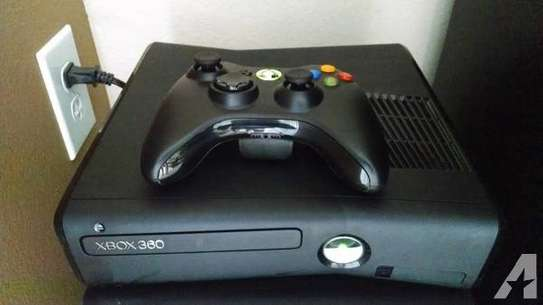 XBOX 360 CONSOLE (320GB)CHIPPED MODDED WITH GAME PRE INSTALLED