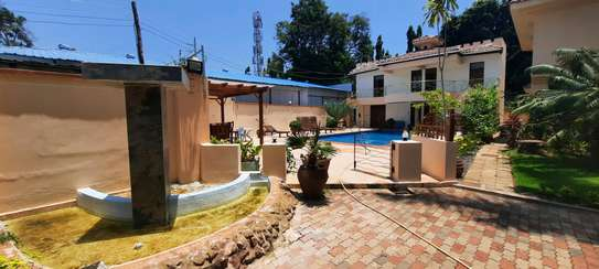 a 4bedrooms  VILLAS is OYSTERBAY with a very cool neighbour hood is available for rent now image 8