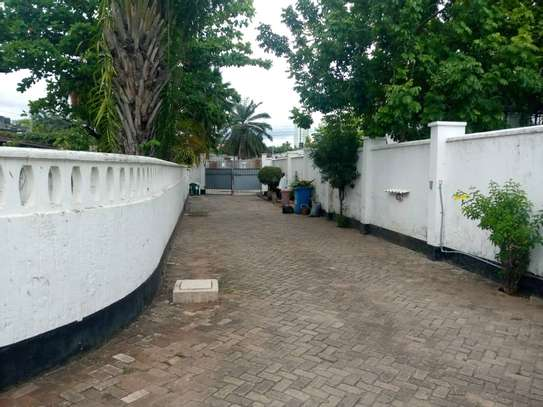 4 bed room house for rent at victoria image 5
