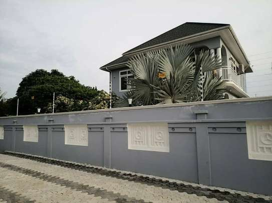 Four Bedrooms Stand Alone House with Servant Quarter image 6