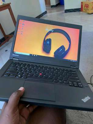 Lenovo Thinkpad t440 core i5. In clean condition image 2