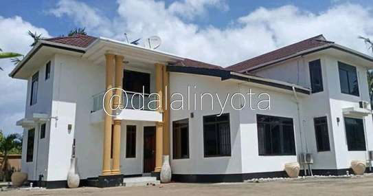 5 BDRM HOUSE AT MBEZI BEACH image 3