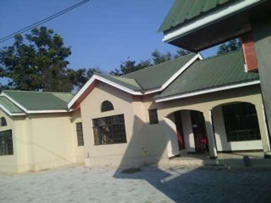 3MASTERBEDROOMS HOUSE FOR RENT AT NJIRO ARUSHA.