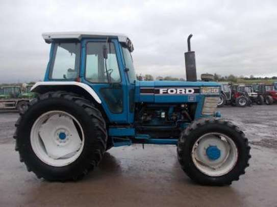 1991 Ford 8210 TRACTOR image 1