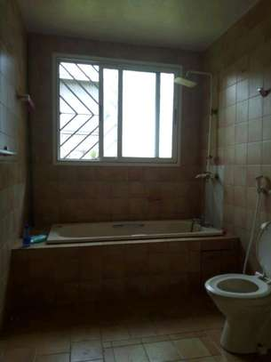 Nice 4bedroom house with a pool in Ada estate to let. image 10
