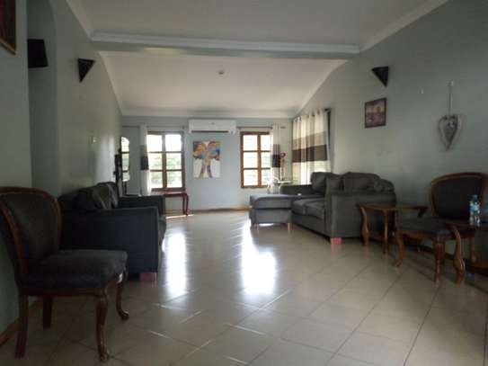 Nicely 4bedrm house in Ada estate $2000 image 3