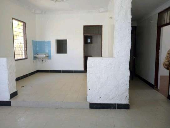 3bedroom house in kinondoni block 41 to let. image 5