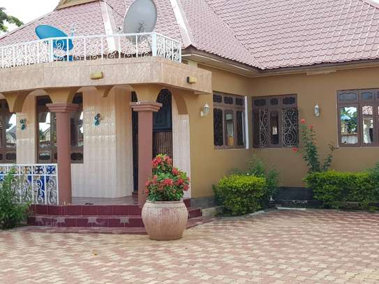 5 Bed Room Bungalow for rent in Dodoma town- Multipurpose. image 1