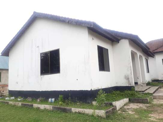 House for rent, location Gmboto station (15 min from Gmboto bus stop) image 3