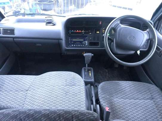 1999 Toyota Hiace Carrier image 3