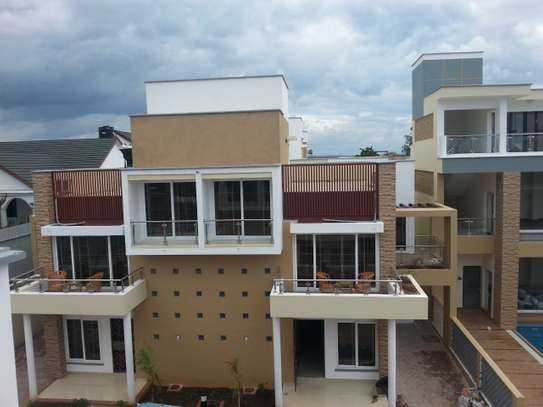 3 Bedrooms Immaculate Homes For rent In Oysterbay