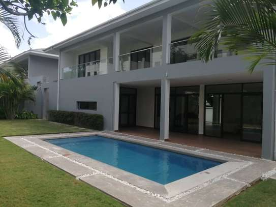 4 bed room house , 2 bed all ensuite for rent at oster bay , and servant quater image 1