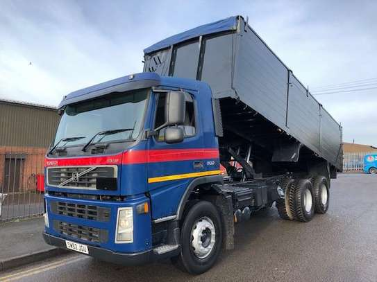 2002 Volvo FM9 6X4 TIPPER TSHS 90MILLION ON THE ROAD image 1