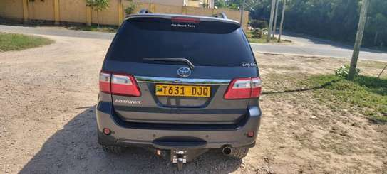 2010 Toyota Fortuner image 6