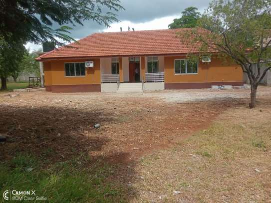 4bed house at oyster bay  with big compound $3500pm
