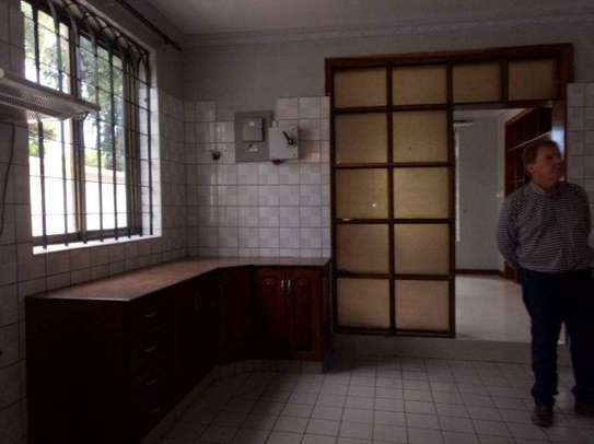 4bed house along main rd kawe beach $1300pm i deal for office cum residance image 13