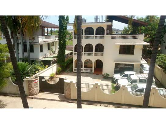 5bed town house at msasani,office,residance $1000pm image 13