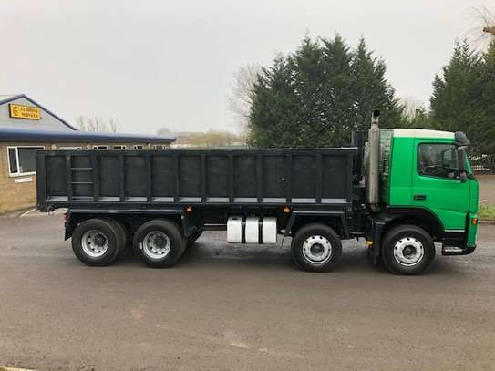 2004 Volvo FM12 340  8X4 TIPPER 111MILLION ON THE ROAD image 2