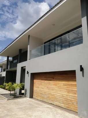 4 bed room house , 2 bed all ensuite for rent at oster bay , and servant quater image 2
