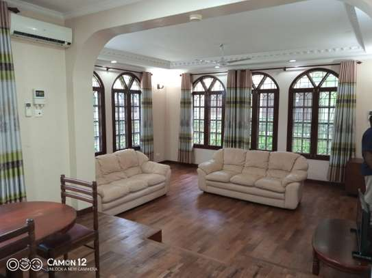4bdrm Town house to let in oyster bay image 13