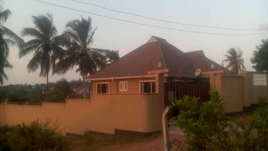 3bed house for sale at salasala 800sqm TSH 135m title deed image 1