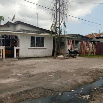 2 house for sale at air port  banana the house with title deed image 7