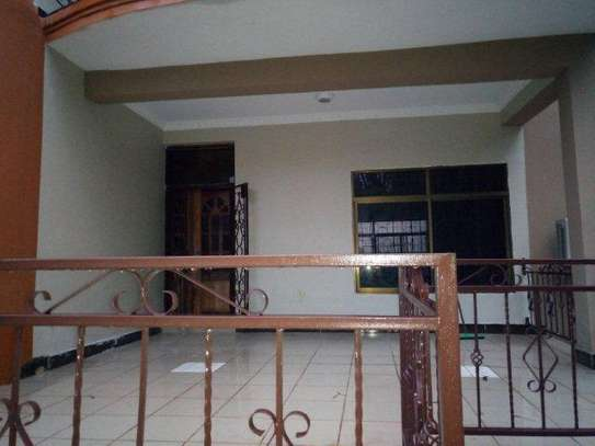 4bed house at avacado  $1000pm with big compound on tarmarc image 10