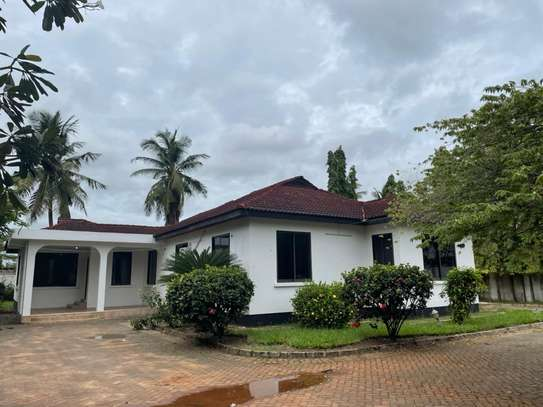 4 bed room house for  rent at mbezi beach maguruwe image 1