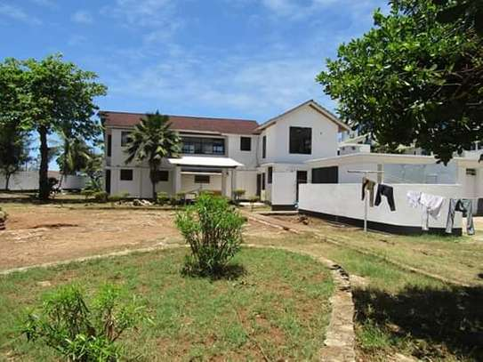 5 Bedrooms Bungalow House for Office / Commercial / Residential Uses in Masaki image 1