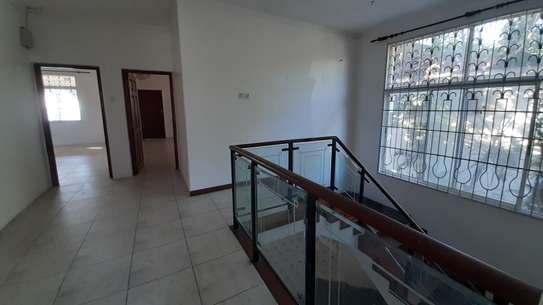 4 Bedrooms Beach House For Rent in Msasani Peninsula image 11
