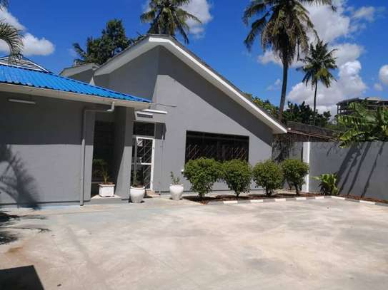 4bedroom house in Ada estate to let $1100