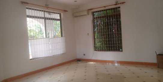 3bed house standaalone at oyster bay  near food lover image 2