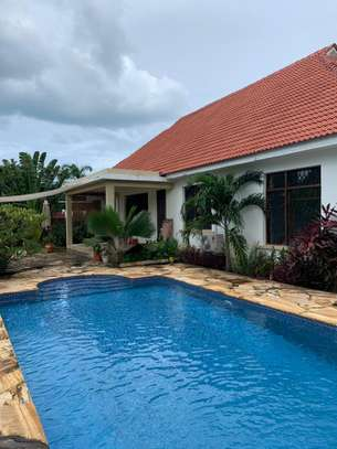 Lovely 4 bedroom stand alone oysterbay image 1