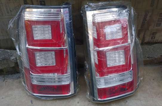 Discovery 4 tail light for sale image 1