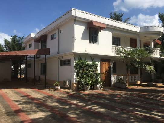 8 Bedrooms Standaalone House at Masaki